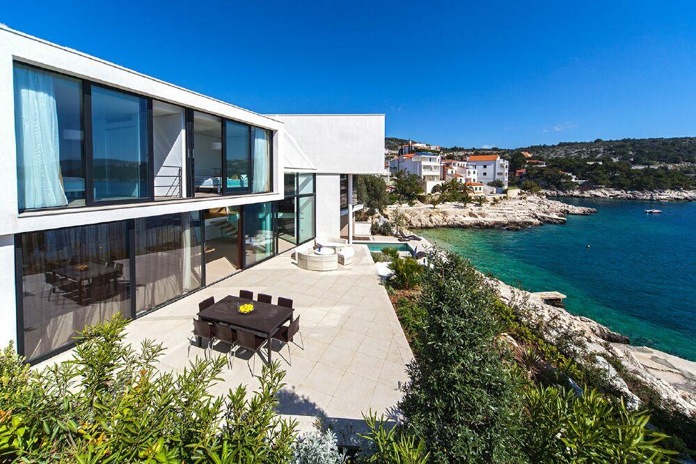 Дом в Парнас на берегу моря недорого