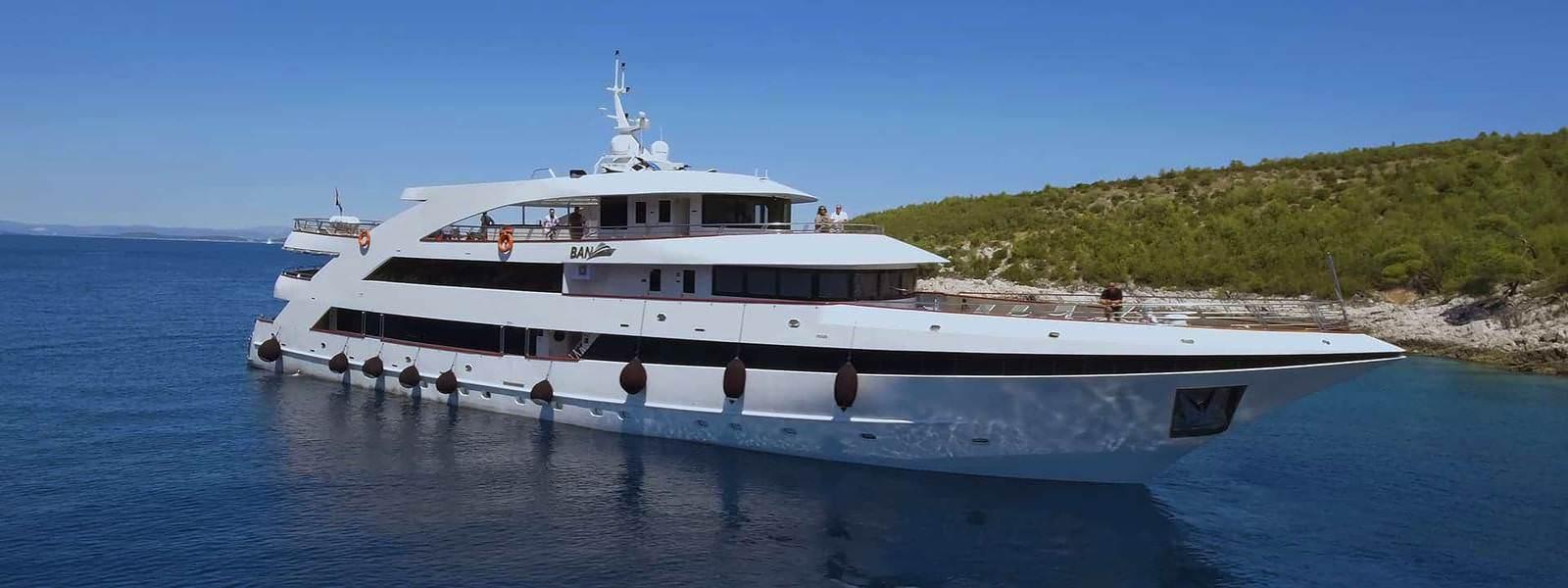 Yacht Ban - Mini cruiser